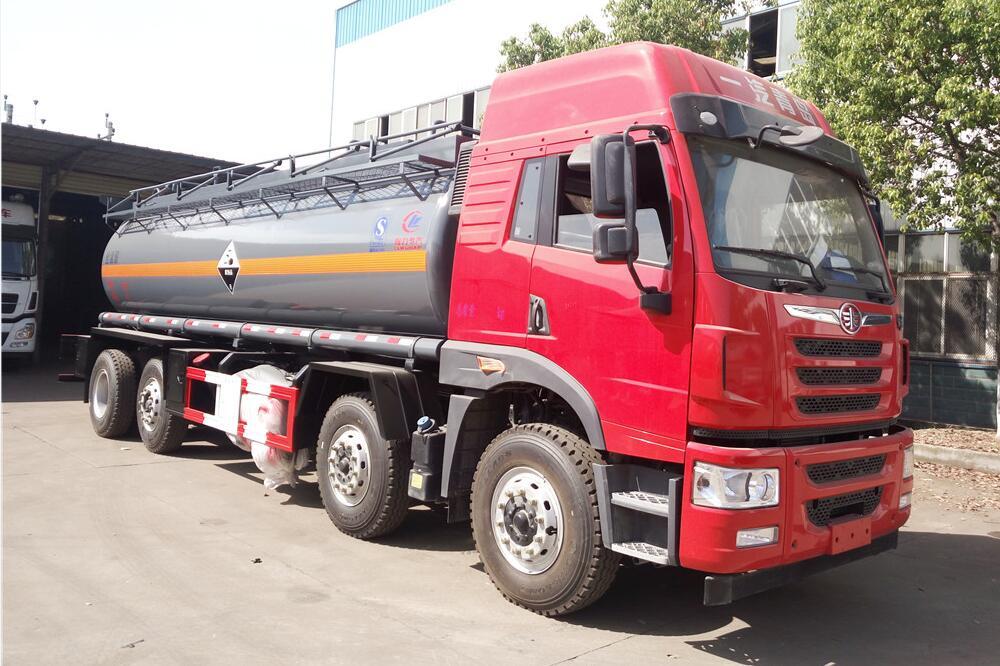 解放青岛4桥化工液体运输车