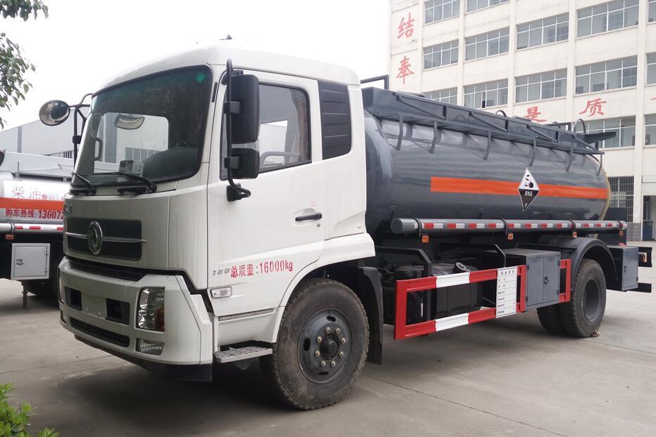 东风单桥化工液体运输车