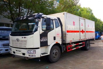 解放J6易燃液体/气体运输车