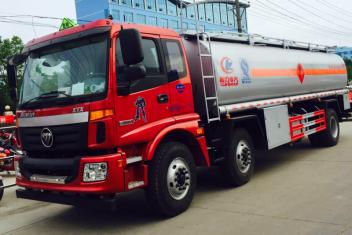 福田欧曼小三轴20吨油罐车
