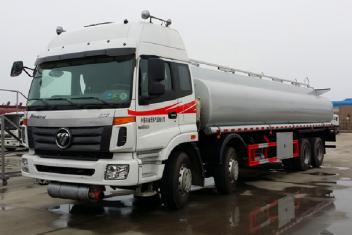 福田前四后八30吨运油车