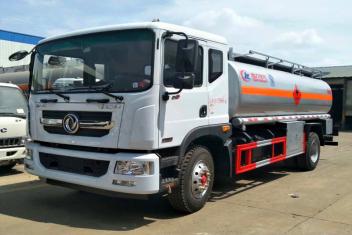 (新款)D9东风15吨油罐车