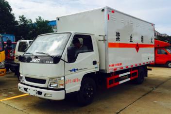 江铃易燃液体/气瓶运输车(可上蓝/黄牌)